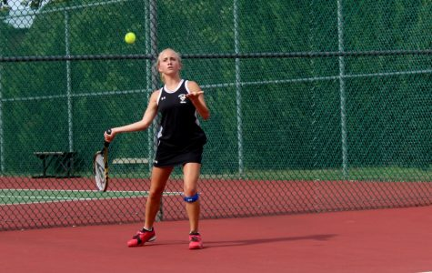 Yellow Jackets Fall to Clinton in Girl's Tennis, 7-0