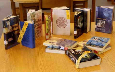 """Yellow Jackets Look Forward to """"Swapping"""" Books"""